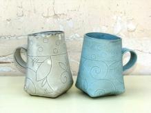 2 Mugs